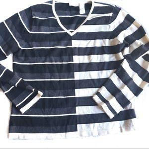 Liz Claiborne black and white color block sweater